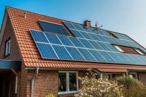Bild von Haus mit Photovoltaikanlage