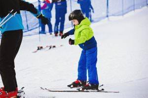 Bild von Jungen beim Skikurs