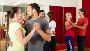 Bild von Tänzern beim Standard-Tanzkurs