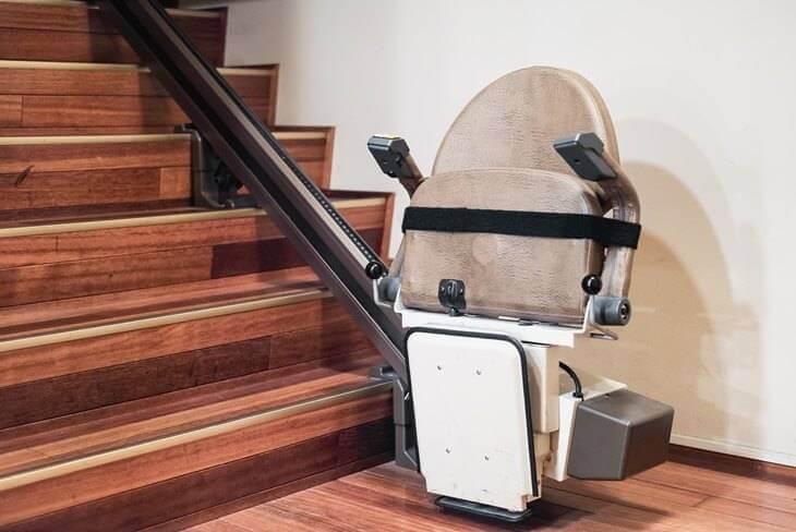 Bild von beigem Treppenlift