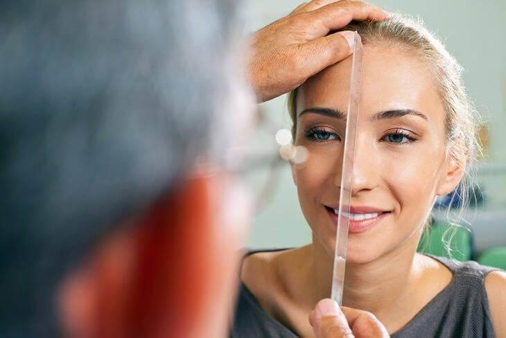 Bild von Abmessung der Nase für Nasenkorrektur