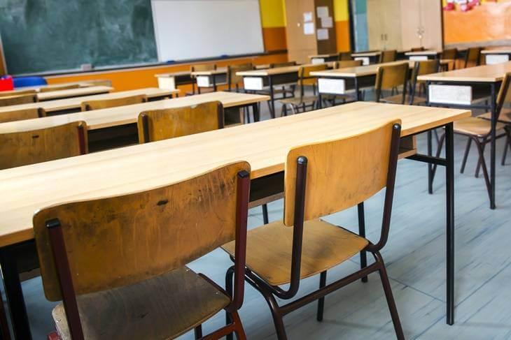 Bild von leerem Klassenzimmer