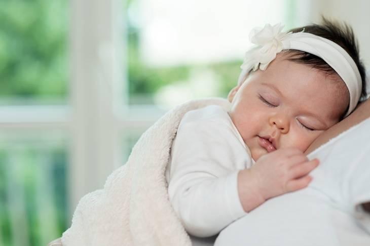 Baby Erkältet Schläft Viel