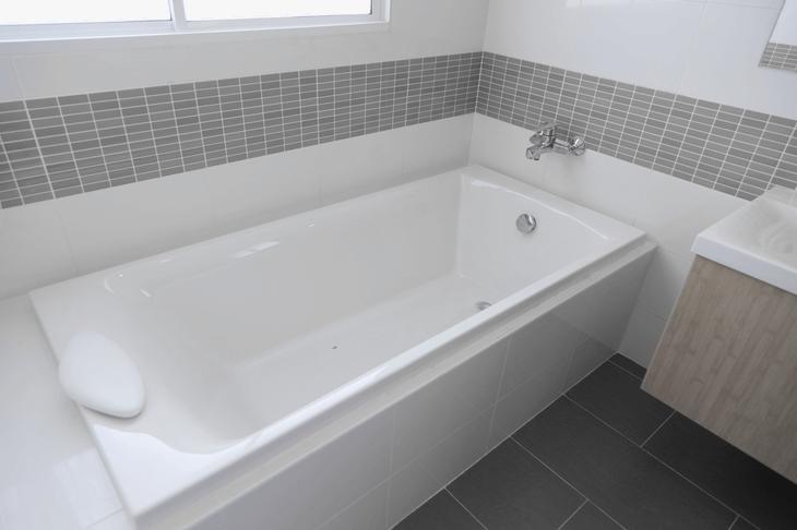 🛀 Badewanne einbauen - Kosten, Varianten & Aufwand im Überblick