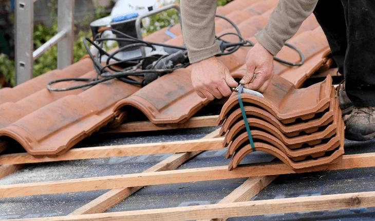 Gut gemocht Dachsanierung / Dach neu decken - Kosten & Varianten im Überblick BE97
