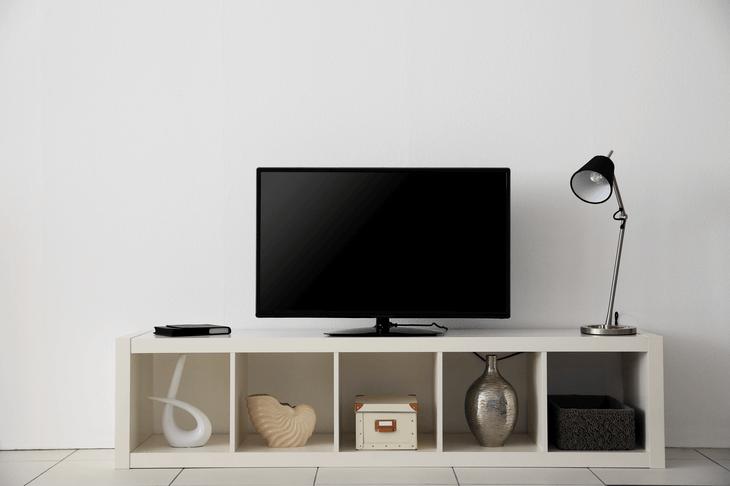 Bild einer minimalistischen Wohnwand.